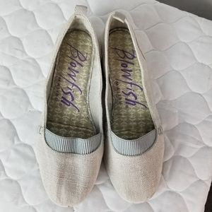 Blowfish Malibu gray casual flats. Size 8. EUC